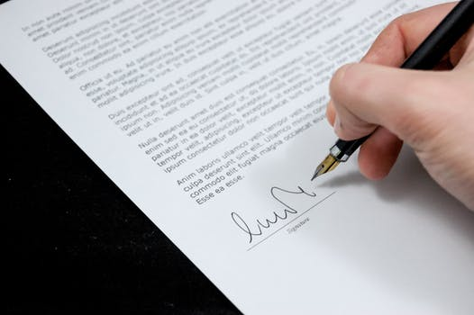 How to Write a Business Letter Addressed to a Woman