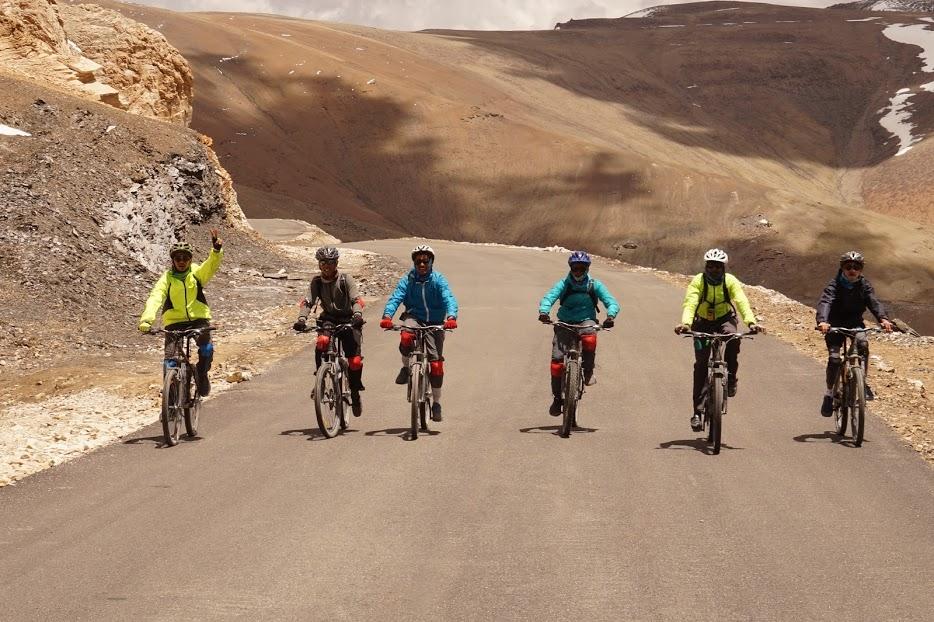 Manali Leh Khardungla Cycling, Kullu, Himachal Pradesh, India
