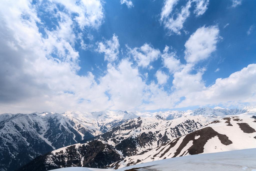Saurkundi pass trek, Kullu, Himachal Pradesh, India